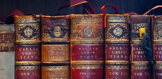 Sanskrit Literature - 1 By Kalidasa Kendram