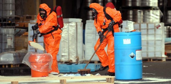 Who should be the first responders in case of a chemical or oil spill?