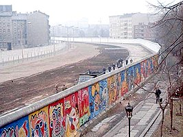 When did the Berlin Wall begin to come down?