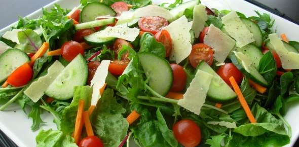 What are easy green salad recipies?