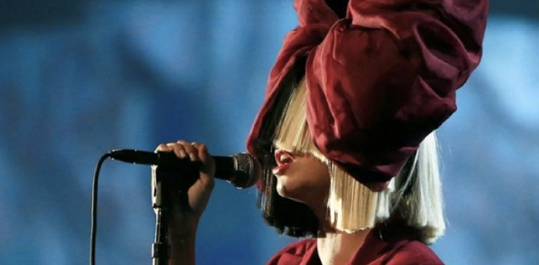 Why doesn't Sia show her face?