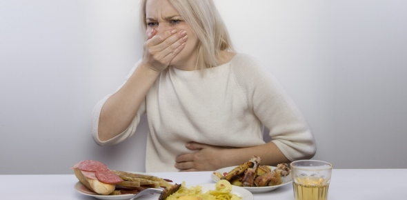 Can food poisoning cause hallucinations?