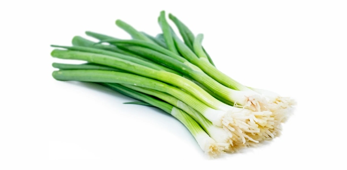 Scallions do not form bulbs once they reach maturity. In Western countries, they are grown only as