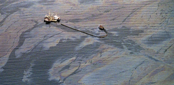 Did Exxon help in cleaning the Exxon Valdez oil spill?