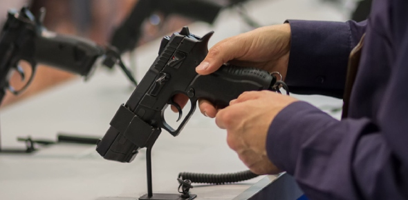 Can a 18 year old buy a handgun in the US?