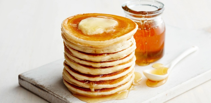 Pancakes and pikelets look similar; the main ingredients used in their preparation are the same.