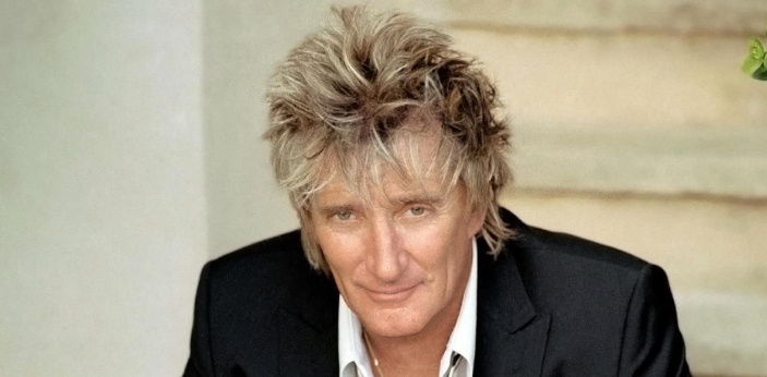 Music legend Rod Stewart currently carries that victory. In 1994, he performed on Copacabana Beach