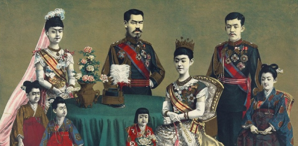 How did Japan avoid a change in dynasty in the past 2000 years?