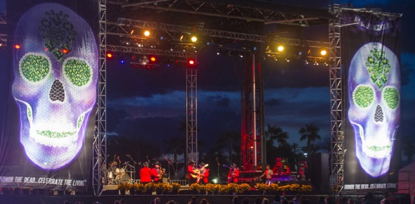 How early should I arrive to get a good view of the artists performing (close to the stage) at Coachella?