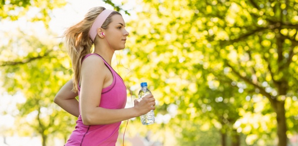 What will a woman who runs a marathon in 90 degree Fahrenheit experience if she replaces all volume lost in sweat by drinking distilled water?  <br/>