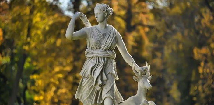 There are some people who would like to know the difference between the Greek goddess Artemis and