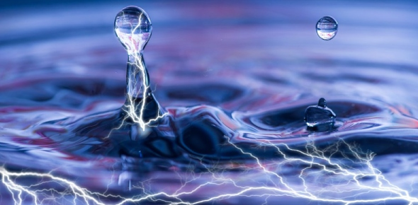 Does water conduct electricity?