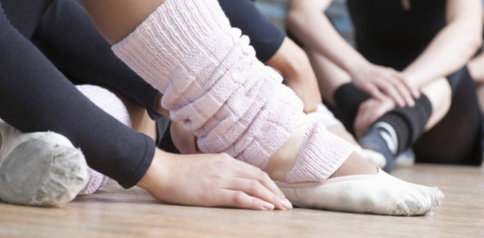 Leg warmers. The 80s fashion item that was originally designed dancers is leg warmers. Leg warmers