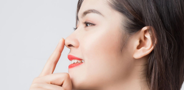 Getting rid of a nose cold is easy if you do it the natural way. A saline rinse made of distilled