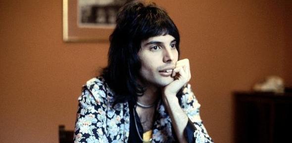 What made Freddie Mercury such a unique singer?