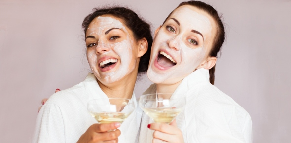 What effect does alcohol have on your face and skin?
