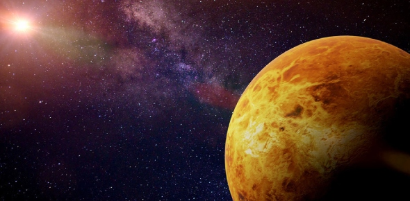 What gases does the atmosphere of Venus contain?