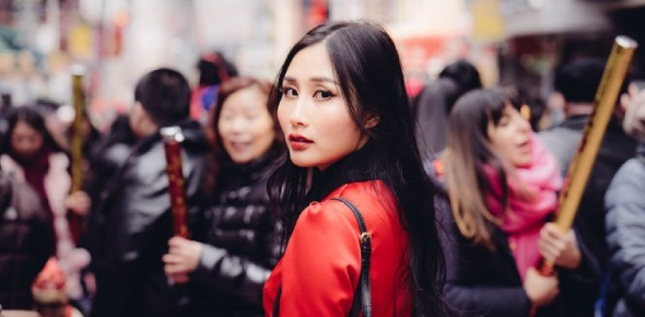 What dresses do traditional Chinese people wear?
